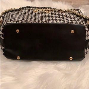 Bags - NEW Houndstooth Crossbody/Shoulder Bucket Bag